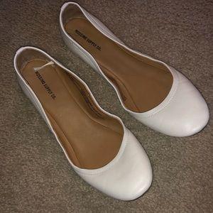 Women's White Ballet Flat